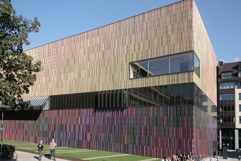 Auch zahlreiche universitäre Einrichtungen wie z.B. die Technische Universität oder die Akademie der bildenden Künste mit ihren zahlreichen Studenten, Akademikern und Künstlern befinden sich in direkter Nähe.